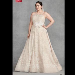 White VERA WANG Macrame Plus Size Wedding Dress 14